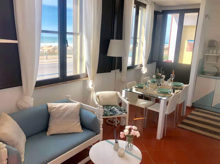 """La finestra sul mare"" Cozy apartment by the sea"