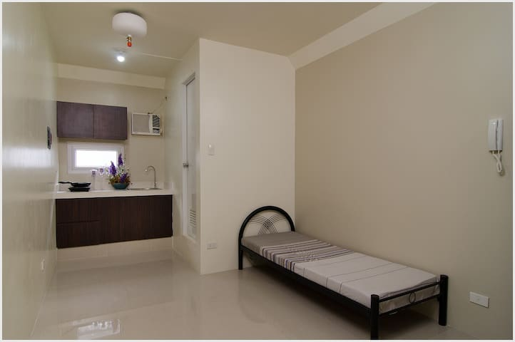 Studio Apartment, Bed Space and Room Rental - Manila