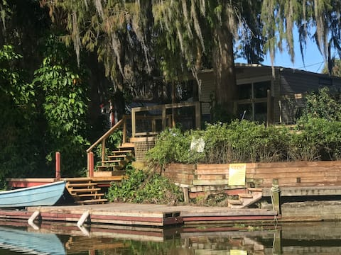 Waterfront Cottage on The Harris Chain in Leesburg