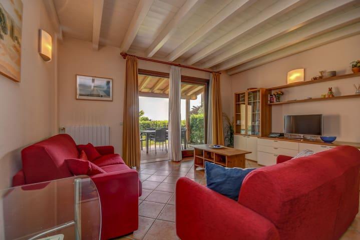 2 bedroom apt. with garden, pool -Corte Ferrari-
