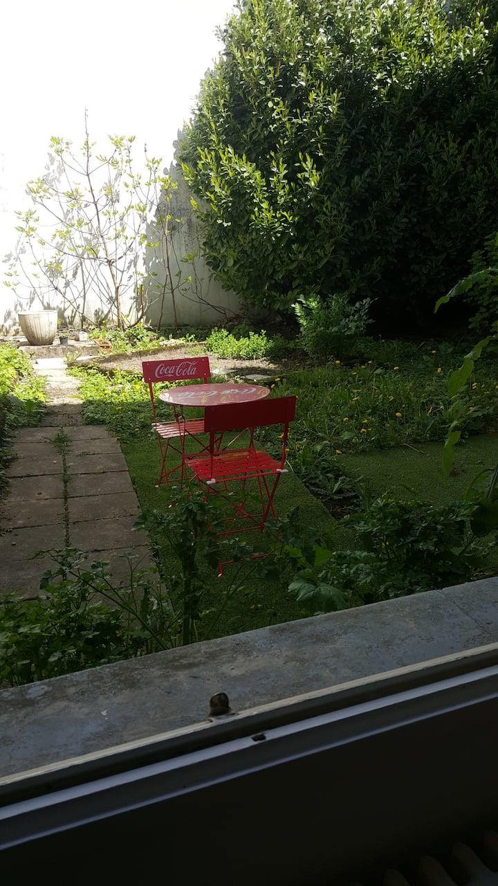 Agréable studio avec jardinet