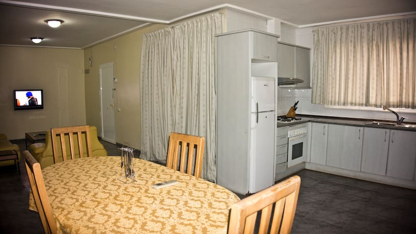 2 Bedroom Apartment close to airport and town - Accra - Lägenhet