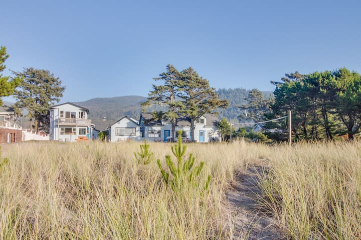 Cozy dog-friendly rental with easy beach access & gorgeous oceanfront views!
