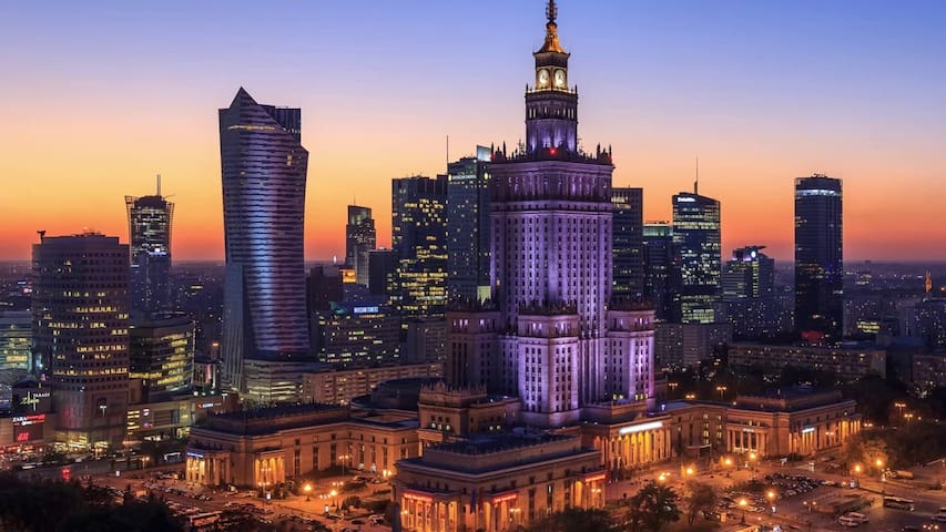 Jana Pawła II/ Solidarności Avenue Central Warsaw