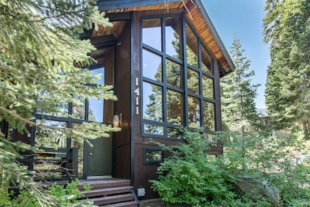 Forest Lodge in Alpine Meadows - Cabin