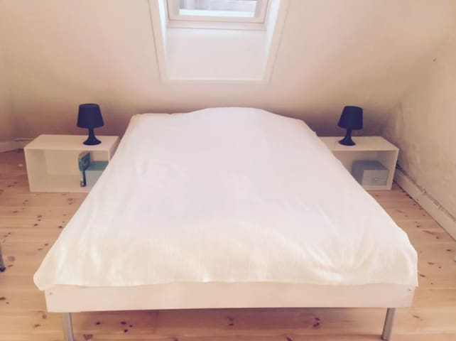 The bed: 140 cm × 200 cm // 55 in × 79 in