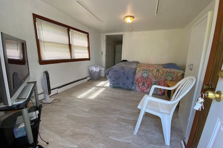 Entire one bed room studio with full bath, kitchen
