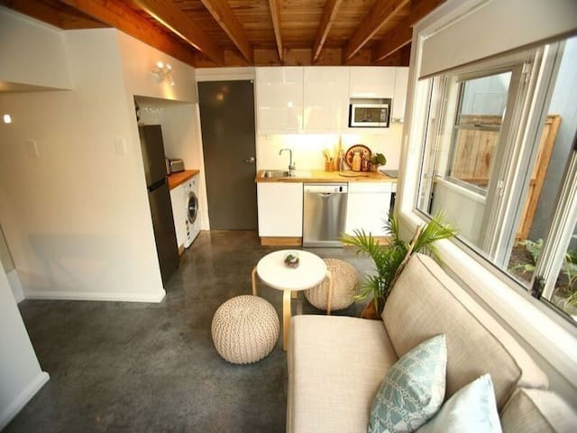 New tiny-home loft apartment. BLUES-FEST PERFECT