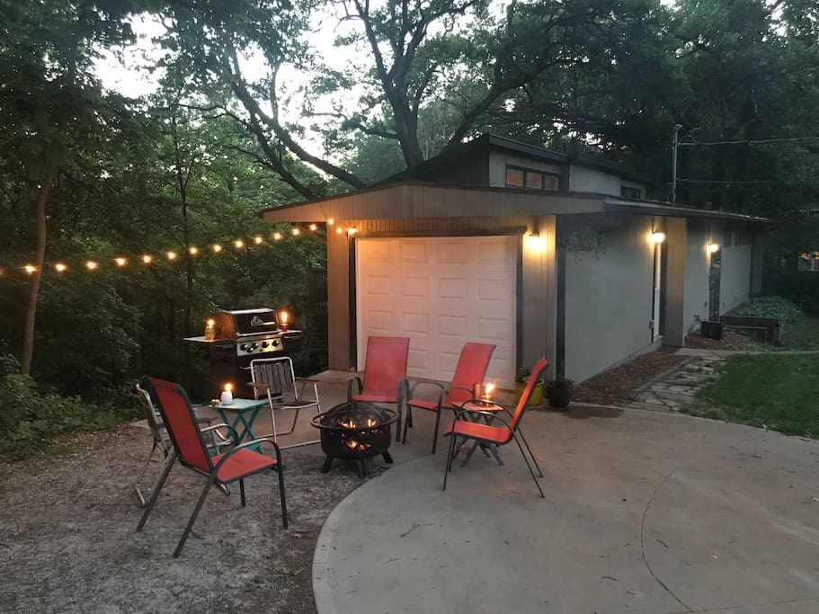 Outdoor entertaining. Fire pit can be moved to the driveway for larger groups.  Grill available for guest use.