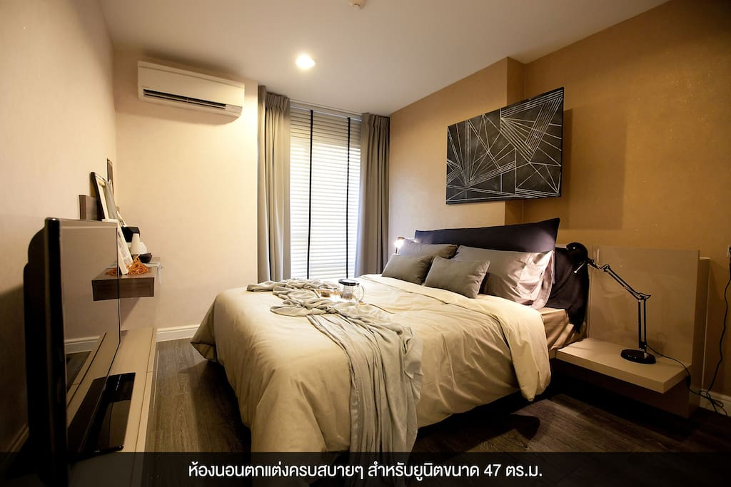 Bedroom with TV, Air Condition and window