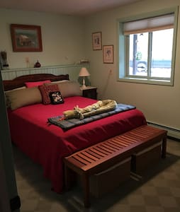 Private room 20min to Burlington, 10min to airport - Williston