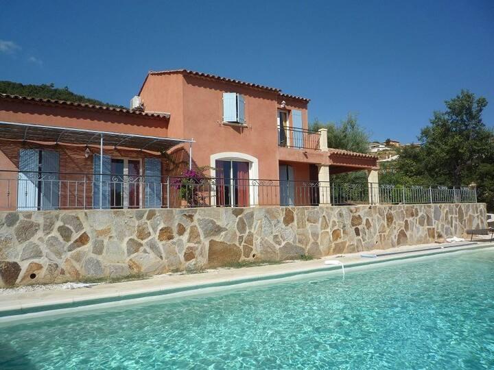 Villa pour 8 personnes avec piscine et vue mer