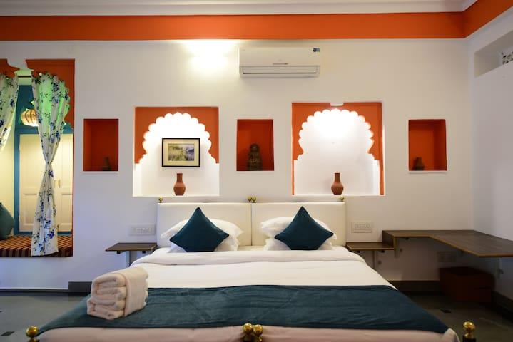 Private Room Near Lake Pichola Old City