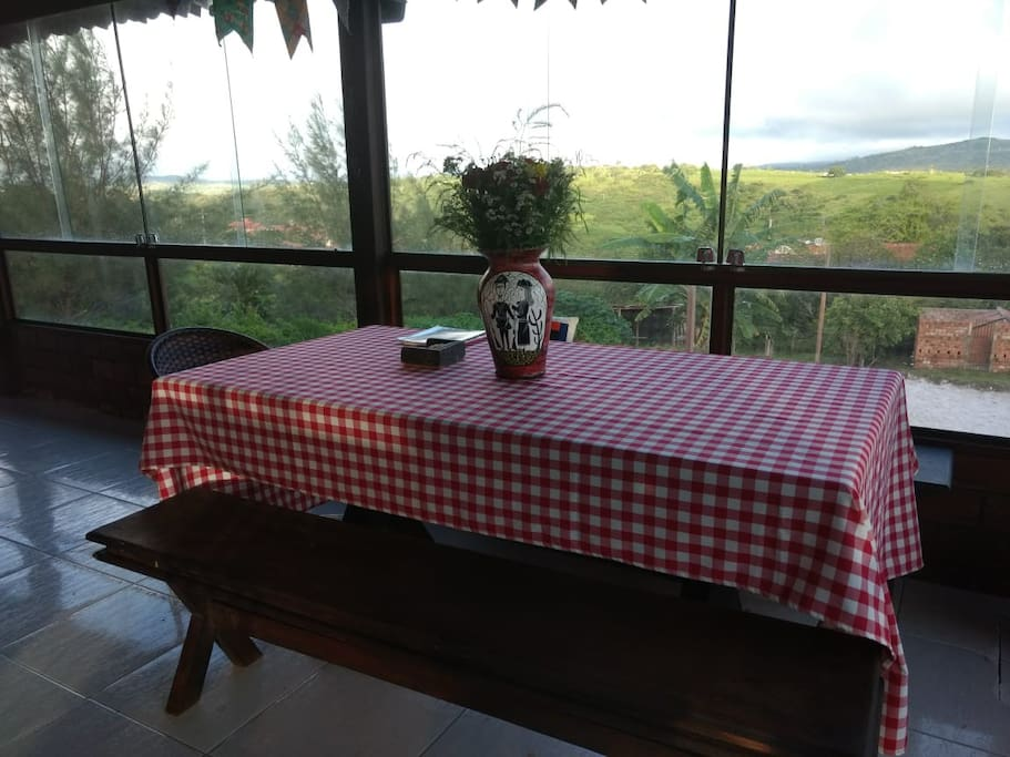 Vista deslumbrante e local tranquilo, lugar ideal para descansar com a família e amigos.