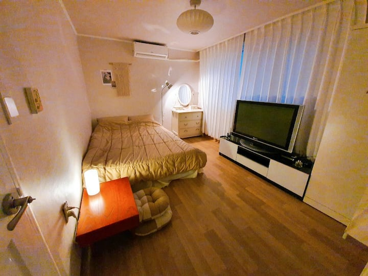 (A)Local area, spacious room, nice price