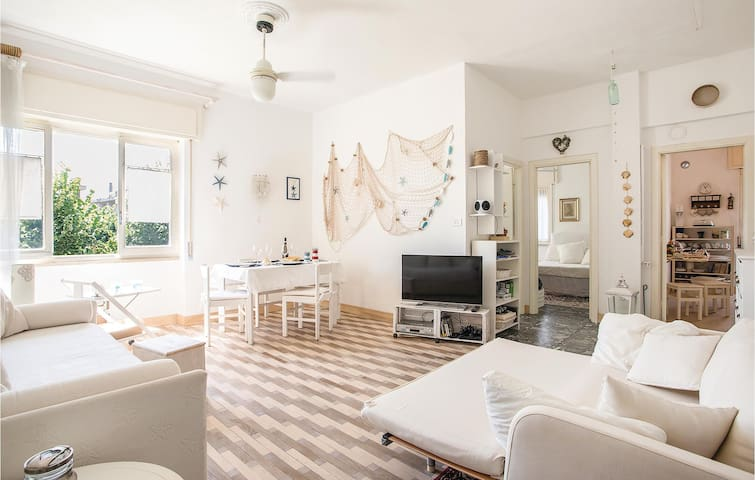 Holiday apartment with 1 bedroom on 70m² in Spotorno (SV)
