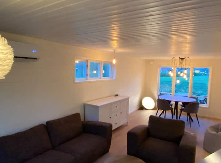 Totally renovated cottaghe with field views + boat