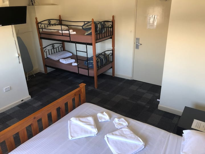Blue Mountains Backpacker - 4 Bed Family Ensuited