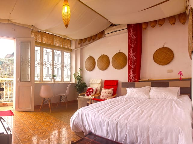 Rustic & bright studio - 2 mins from the Cathedral