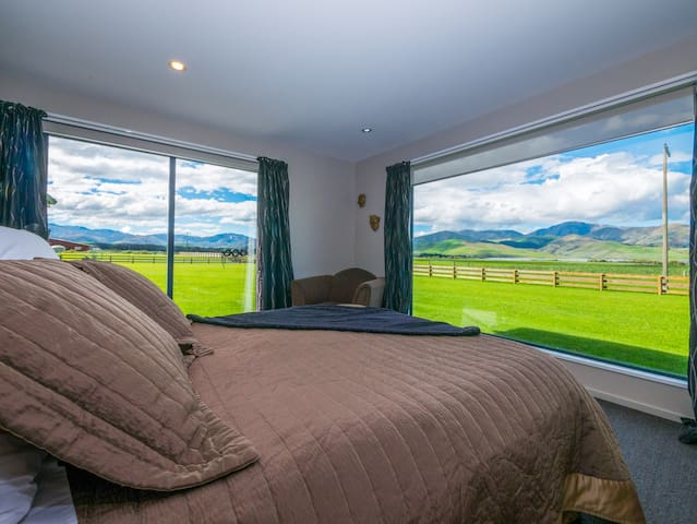Suite 1, views of the lake and mountains from every window.