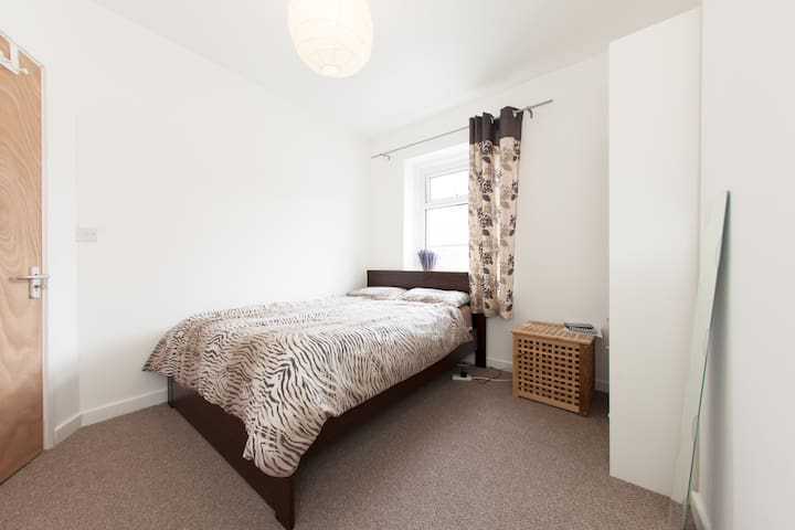 Double bedroom in between the City and the Bay - Cardiff - Talo