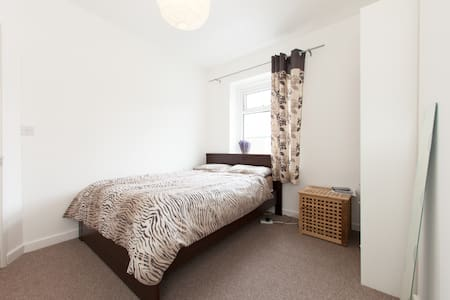 Double bedroom in between the City and the Bay - Cardiff - Ev