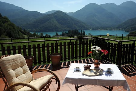 Appartamento Bellavista con splendida vista lago - Mezzolago - Huoneisto