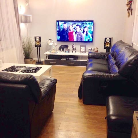 Huge room with double bed - Slough - Huis