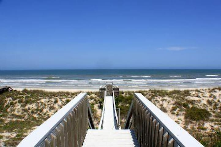 8 Bedroom Oceanfront home- The Oasis at Crescent Beach - Crescent Beach - Kondominium