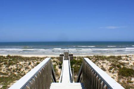 8 Bedroom Oceanfront home- The Oasis at Crescent Beach - Crescent Beach - Appartement