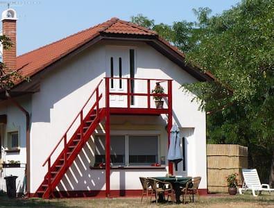 Op camping Oazis Tanya - gezelligheid met luxe - Zsana - Haus