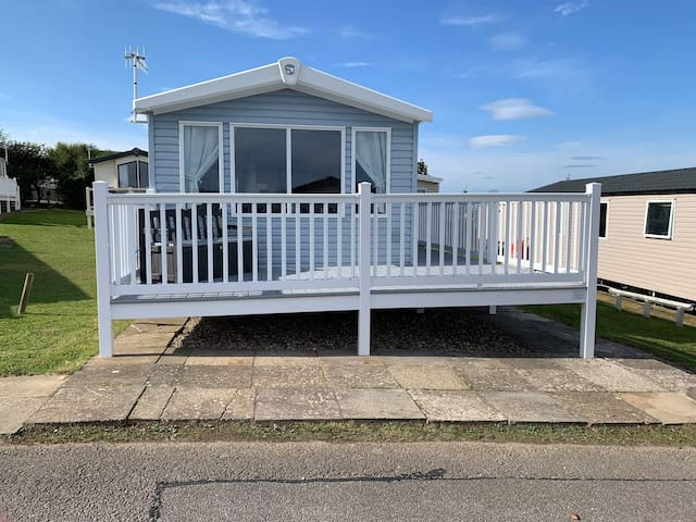 Deluxe 3 bedroom 8 berth caravan for hire