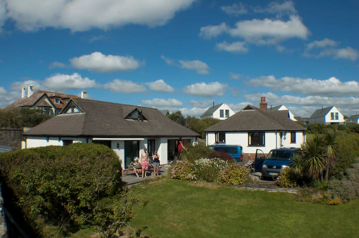 Large property next to a great surfing beach - Widemouth Bay - Outros