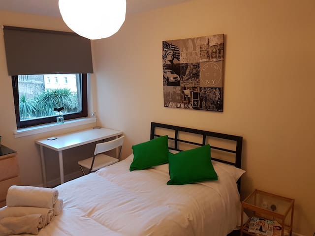 Ensuite room in great location!