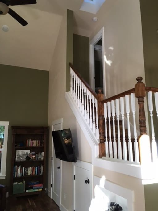 Open stairs, TV