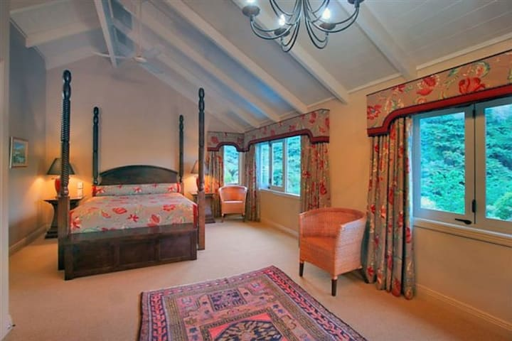 Luxury B&B with amazing lake and mountain views