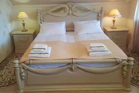 Уютная комната в элитном доме на тихой улице - Mukacheve