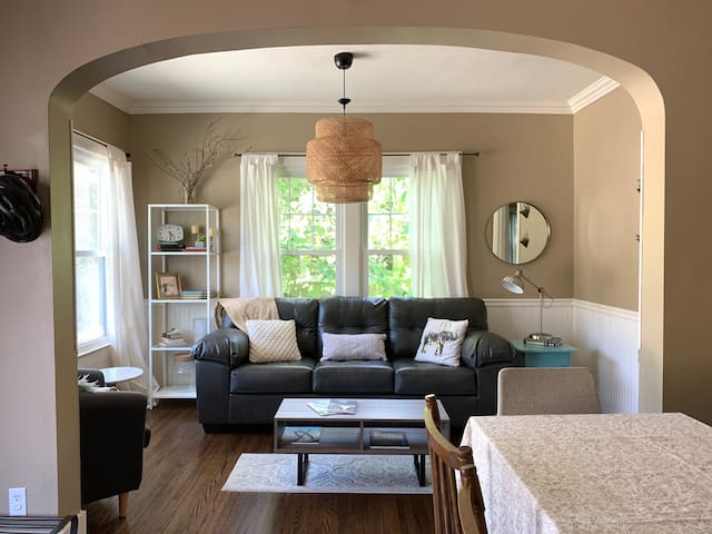 Dallas Heights Hideaway...minutes from downtown!