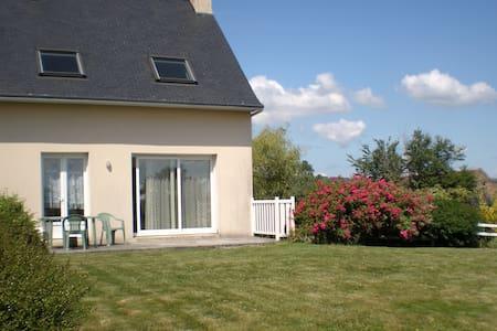 Maison confortable, vue sur mer - Argol