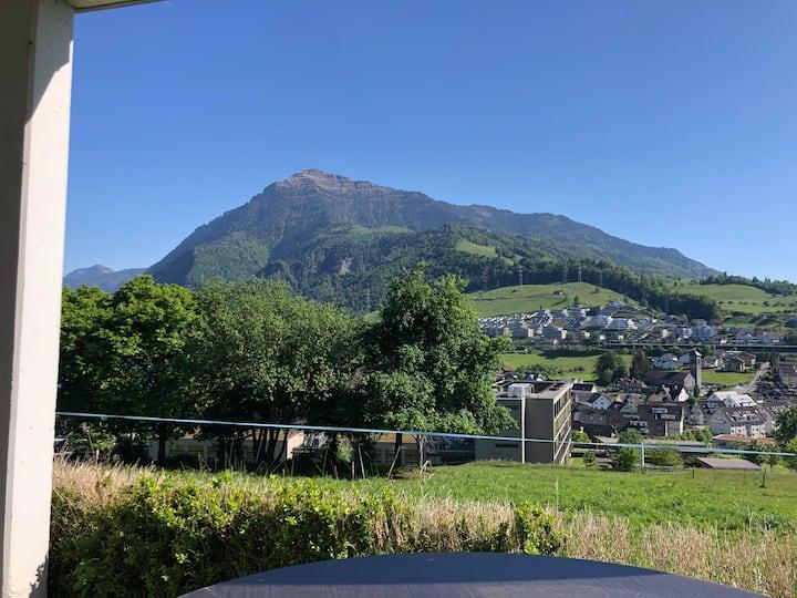 Kleine charmante Wohnung mit Berg- und Seesicht