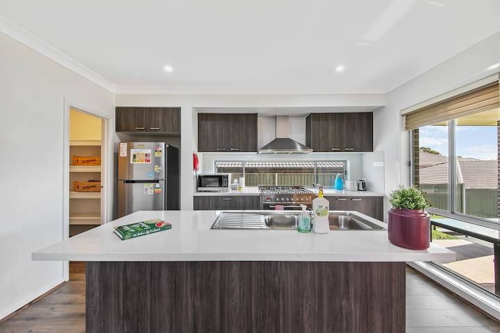 Spacious 4 bedroom house in Schofields