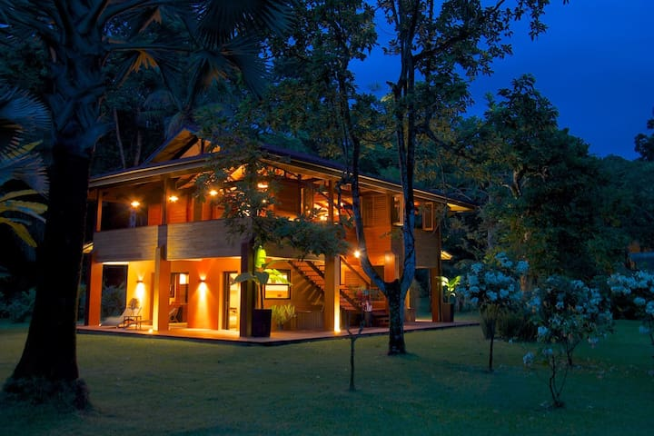 VILLA MIAGOA. Luxury Tropical Beach (URL HIDDEN)