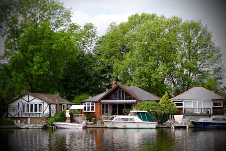 Private island in Sunbury on Thames - Bed & Breakfast