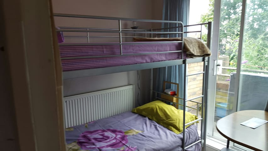 Bunk bed  in Sharing with balcony - Barking - Apartment