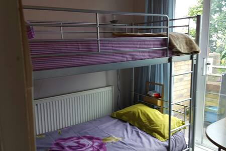 Bunk bed  in Sharing with balcony - Barking - Huoneisto