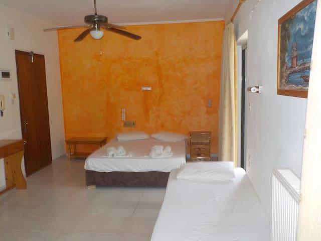 Τρίκλινο διαμέρισμα στο Ξενοδοχείο Καλλιθέα