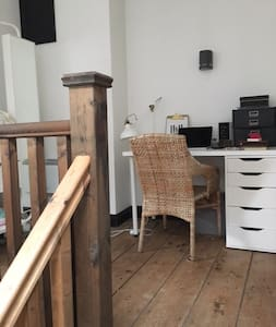 Entire flat with own entrance - Cheltenham - Apartemen