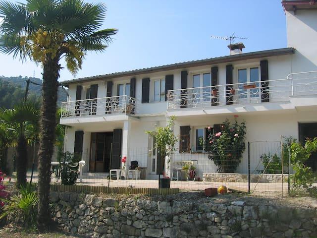 Villa avec piscine près de Nice