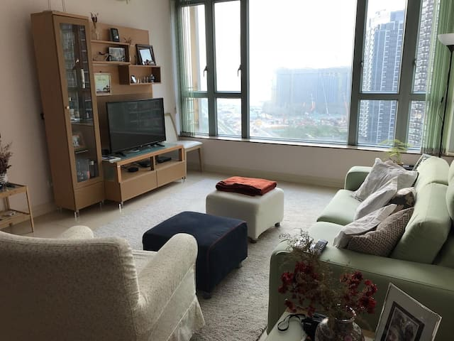 Elegant 3BHK+2baths, Gr8 view, nearby attractions!