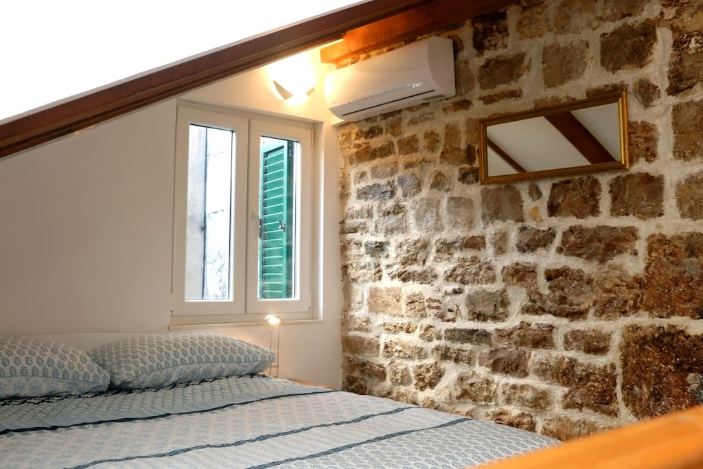 Gallery-bedroom with a view of the wall of Diocletian's palace